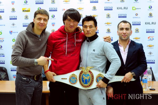 Кадр дня: Бату Хасиков и команда FIGHT NIGHTS - с чемпионским поясом WAKO-Pro